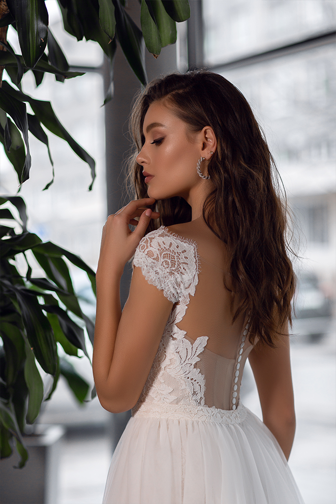 Wedding dress Laguna Silhouette  Fitted  Color  Ivory  Neckline  Bateau (Boat Neck)  Sleeves  Off the Shoulder Sleeves  Train  Detachable train - foto 5
