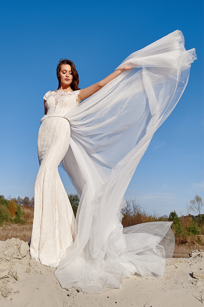 Wedding dress Laguna Silhouette  Fitted  Color  Ivory  Neckline  Bateau (Boat Neck)  Sleeves  Off the Shoulder Sleeves  Train  Detachable train - foto 4