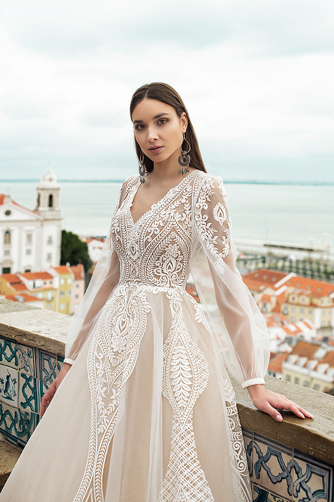 Wedding dress Lexie Silhouette  A Line  Color  Cappuccino  Ivory  Neckline  Portrait (V-neck)  Sleeves  Long Sleeves  Train  With train - foto 6