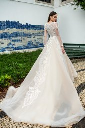 Wedding dress Lexie Silhouette  A Line  Color  Cappuccino  Ivory  Neckline  Portrait (V-neck)  Sleeves  Long Sleeves  Train  With train - foto 5