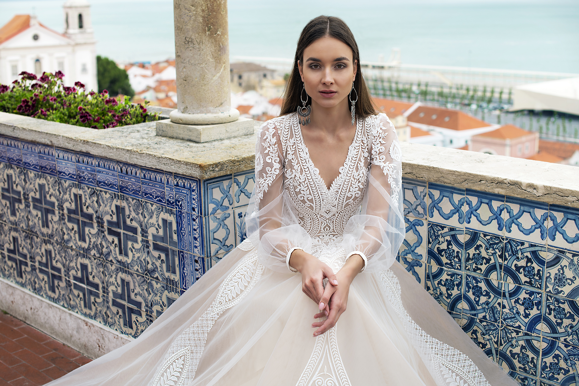 Wedding dress Lexie Silhouette  A Line  Color  Cappuccino  Ivory  Neckline  Portrait (V-neck)  Sleeves  Long Sleeves  Train  With train - foto 3