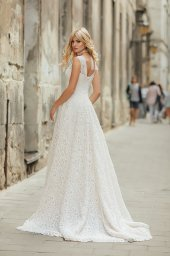 Wedding dress Live Silhouette  A Line  Color  Ivory  Neckline  Queen Anne  Sleeves  Sleeveless  Train  With train - foto 2