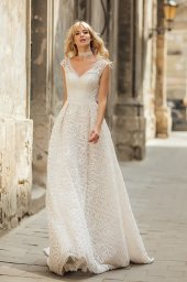 Wedding dress Live Silhouette  A Line  Color  Ivory  Neckline  Queen Anne  Sleeves  Sleeveless  Train  With train - foto 3
