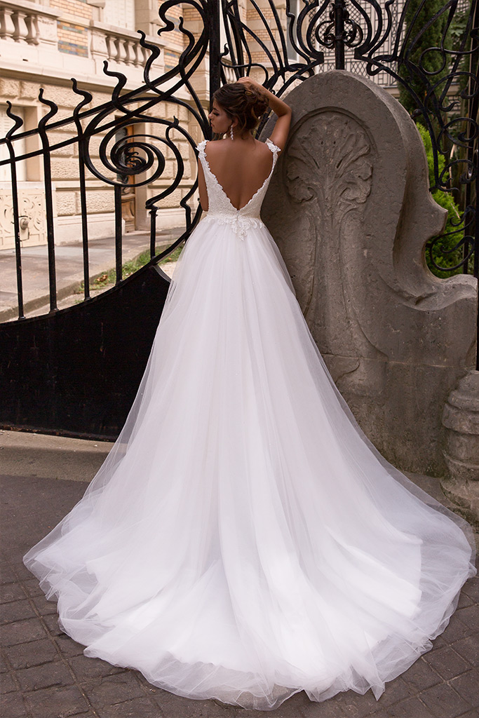 Wedding dress Mylie Silhouette  A Line  Color  Ivory  Neckline  Portrait (V-neck)  Sleeves  Sleeveless  Train  With train - foto 4