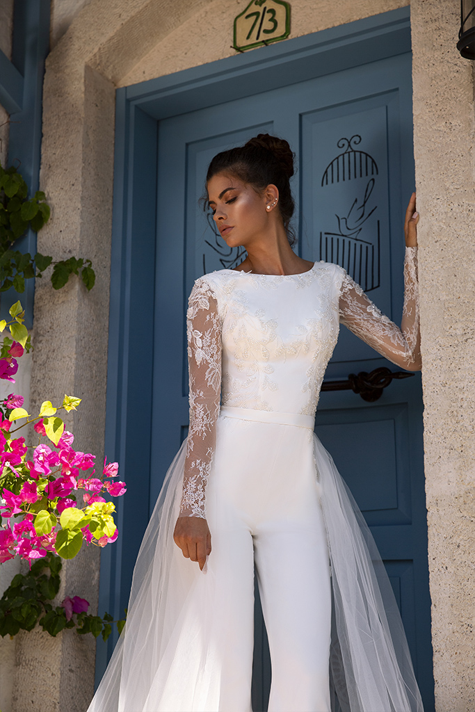 Wedding dress Milano  Color  Ivory  Neckline  Bateau (Boat Neck)  Sleeves  Long Sleeves  Train  Detachable train - foto 2