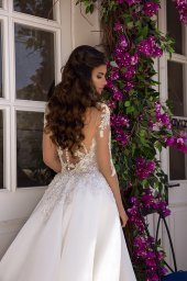 Wedding dress Miranda  Silhouette  A Line  Color  Cappuccino  Ivory  Neckline  Sweetheart  Sleeves  Long Sleeves  Train  With train - foto 2