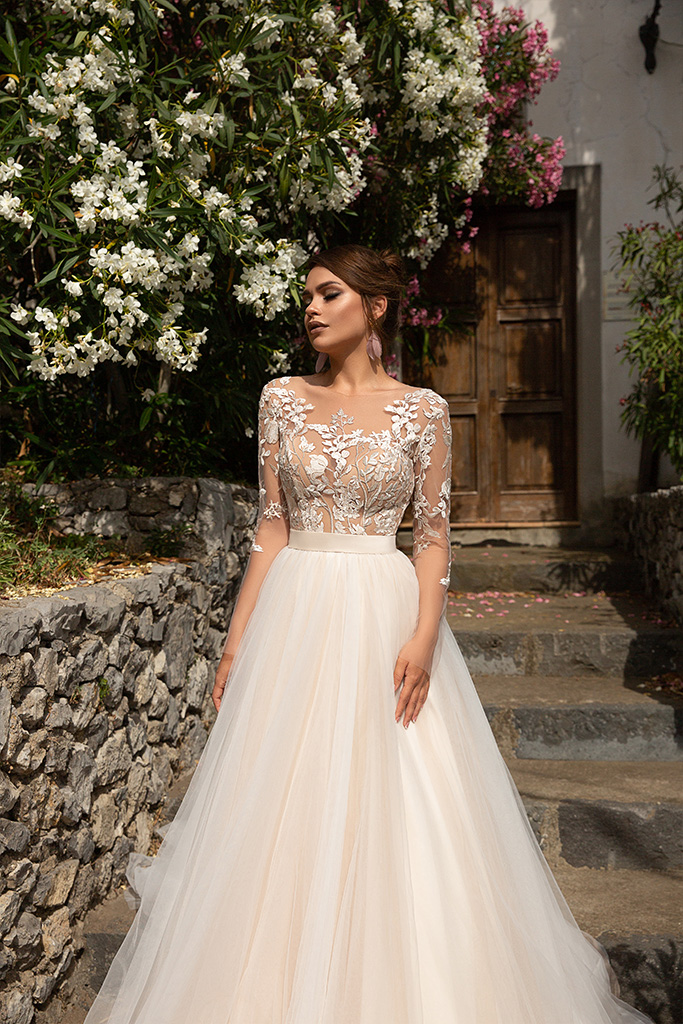 Wedding dress Modesta Silhouette  A Line  Color  Cappuccino  Neckline  Sweetheart  Sleeves  Long Sleeves  Train  With train - foto 2