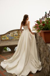 Wedding dress Nevada Silhouette  A Line  Color  Сhampagne  Neckline  Straight  Sleeves  Sleeveless  Train  With train - foto 2