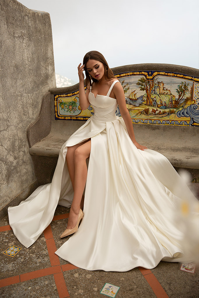 Wedding dress Nevada Silhouette  A Line  Color  Сhampagne  Neckline  Straight  Sleeves  Sleeveless  Train  With train - foto 4