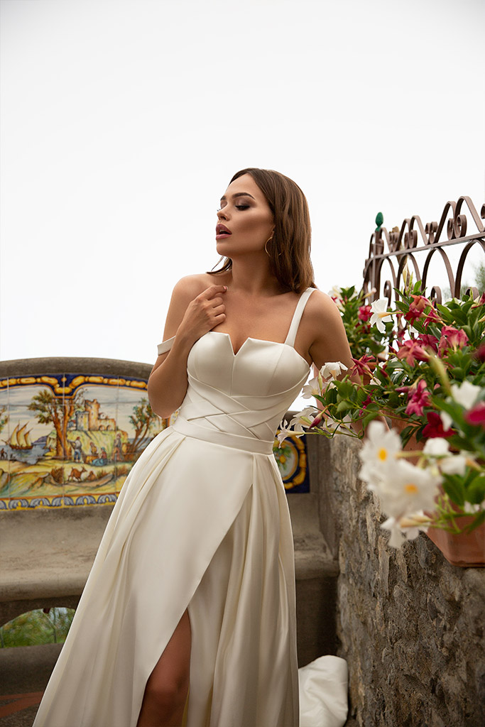 Wedding dress Nevada Silhouette  A Line  Color  Сhampagne  Neckline  Straight  Sleeves  Sleeveless  Train  With train - foto 3