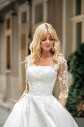 Wedding dress Noel Silhouette  A Line  Color  Ivory  Neckline  Straight  Sleeves  3/4 Sleeves  Train  With train - foto 3