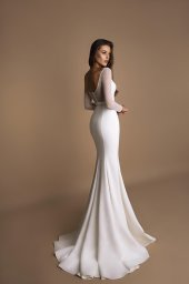 Wedding dress Ornella Silhouette  Sheath  Color  Ivory  Neckline  Straight  Sleeves  Long Sleeves  Train  With train - foto 2
