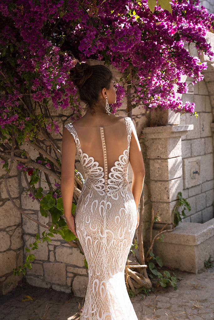 Wedding dress Pearly Silhouette  Fitted  Color  Cappuccino  Ivory  Neckline  Sweetheart  Straps  Sleeves  Sleeveless  Train  Detachable train - foto 6