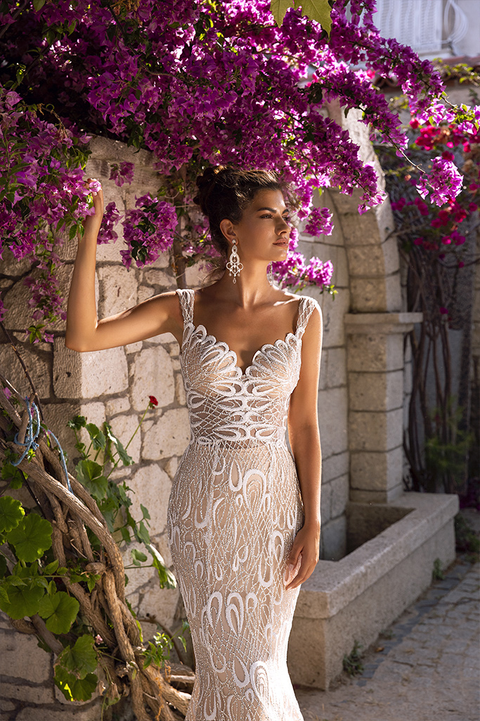 Wedding dress Pearly Silhouette  Fitted  Color  Cappuccino  Ivory  Neckline  Sweetheart  Straps  Sleeves  Sleeveless  Train  Detachable train - foto 5