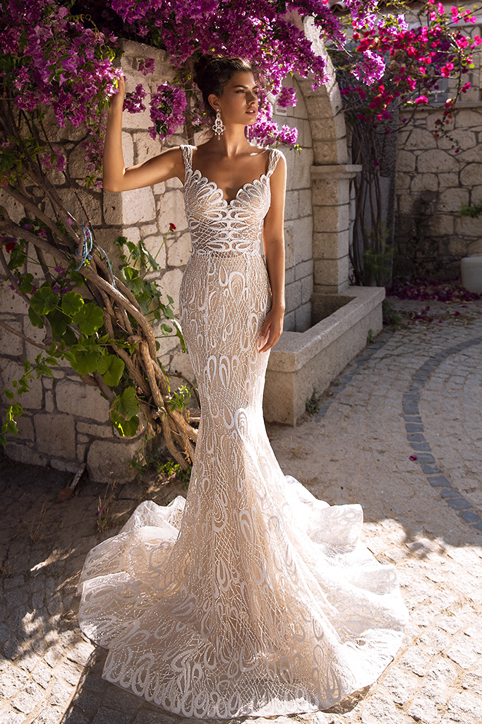 Wedding dress Pearly Silhouette  Fitted  Color  Cappuccino  Ivory  Neckline  Sweetheart  Straps  Sleeves  Sleeveless  Train  Detachable train - foto 4