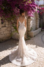 Wedding dress Pearly Silhouette  Fitted  Color  Cappuccino  Ivory  Neckline  Sweetheart  Straps  Sleeves  Sleeveless  Train  Detachable train - foto 3