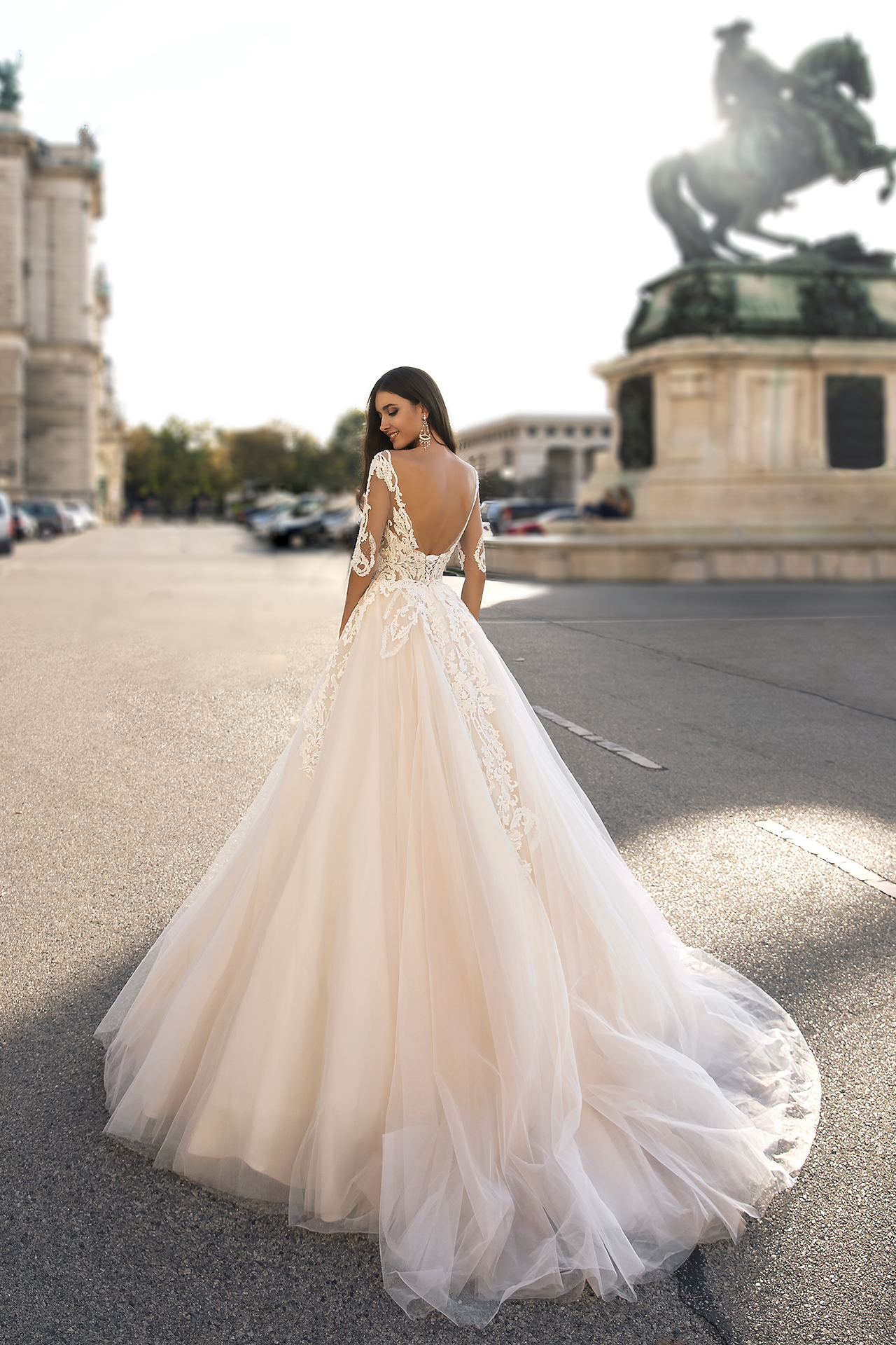 Wedding dress Salma Silhouette  A Line  Color  Cappuccino  Ivory  Neckline  Straight  Sleeves  3/4 Sleeves  Train  With train - foto 3
