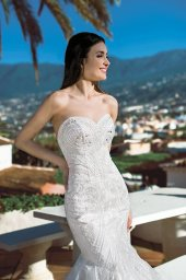 Wedding dress Tais Silhouette  Mermaid  Color  Ivory  Neckline  Sweetheart  Sleeves  Sleeveless  Train  With train - foto 2