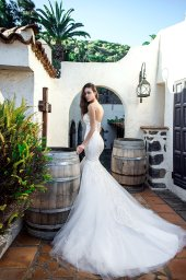 Wedding dress Tais Silhouette  Mermaid  Color  Ivory  Neckline  Sweetheart  Sleeves  Sleeveless  Train  With train - foto 3