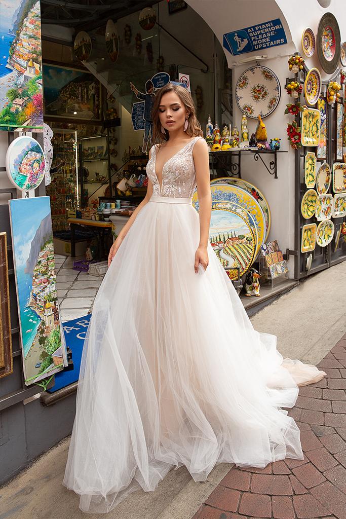 Wedding dress Freya Silhouette  A Line  Color  Ivory  Neckline  Portrait (V-neck)  Sleeves  Sleeveless  Train  With train - foto 4