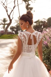 Wedding dress Hope Silhouette  A Line  Color  Ivory  Neckline  Queen Anne  Sleeves  Sleeveless  Train  No train - foto 2