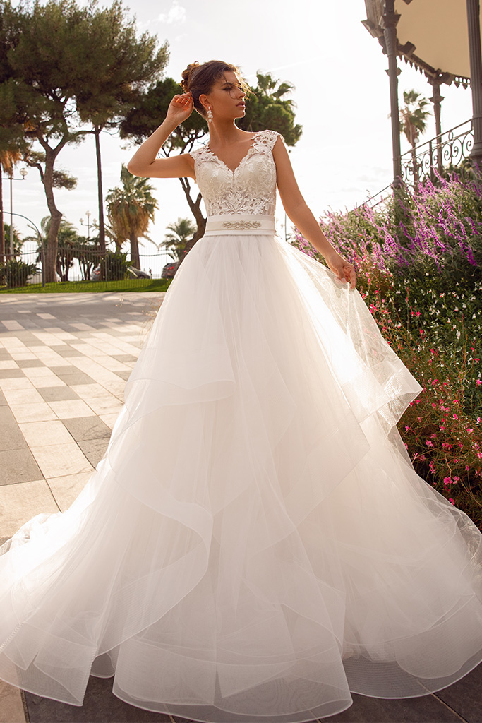 Wedding dress Hope Silhouette  A Line  Color  Ivory  Neckline  Queen Anne  Sleeves  Sleeveless  Train  No train - foto 3