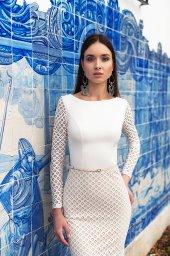 Wedding dress Epica  Silhouette  Sheath  Color  Ivory  Neckline  Bateau (Boat Neck)  Sleeves  Long Sleeves  Train  No train - foto 4
