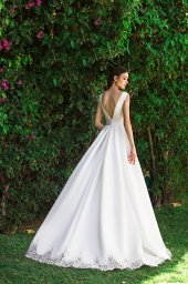 Wedding dress Gretel 侧影  A剪影  颜色   象牙  切口   Bateau(船颈)  袖子   无袖的  拖地后襟  有 衣服的可拆卸系 - foto 3