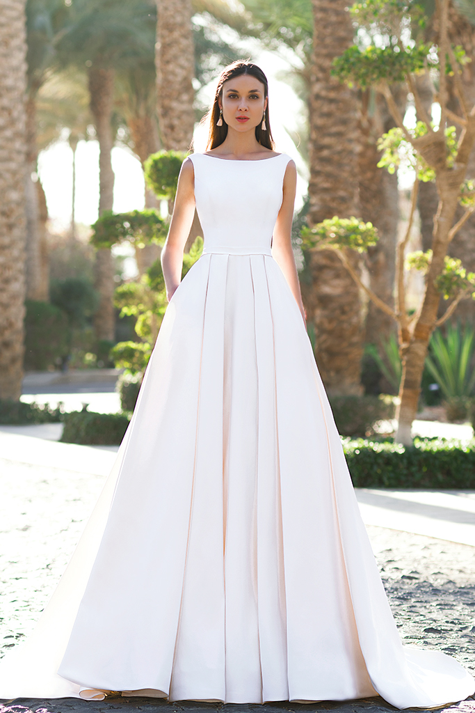 Wedding dress Naddel  Silhouette  A Line  Color  Ivory  Neckline  Bateau (Boat Neck)  Sleeves  Wide straps  Train  With train - foto 2