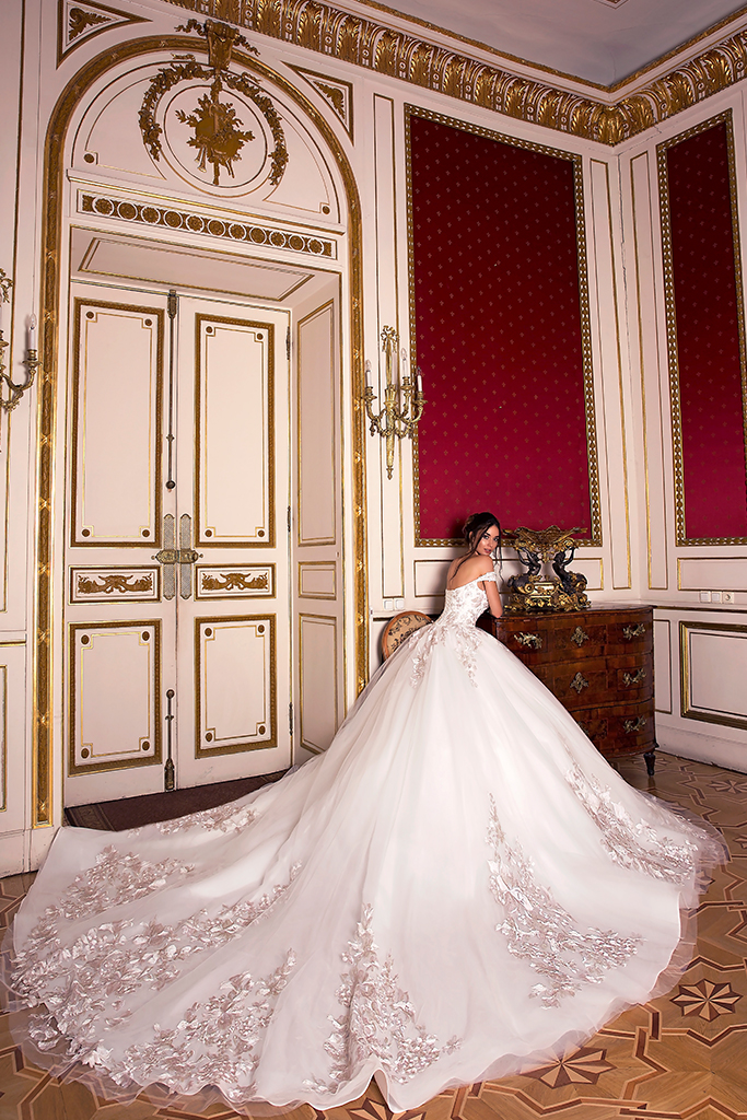 Wedding dress Flori  Silhouette  A Line  Color  Pink  Ivory  Neckline  Bateau (Boat Neck)  Sleeves  Off the Shoulder Sleeves  Train  With train - foto 7
