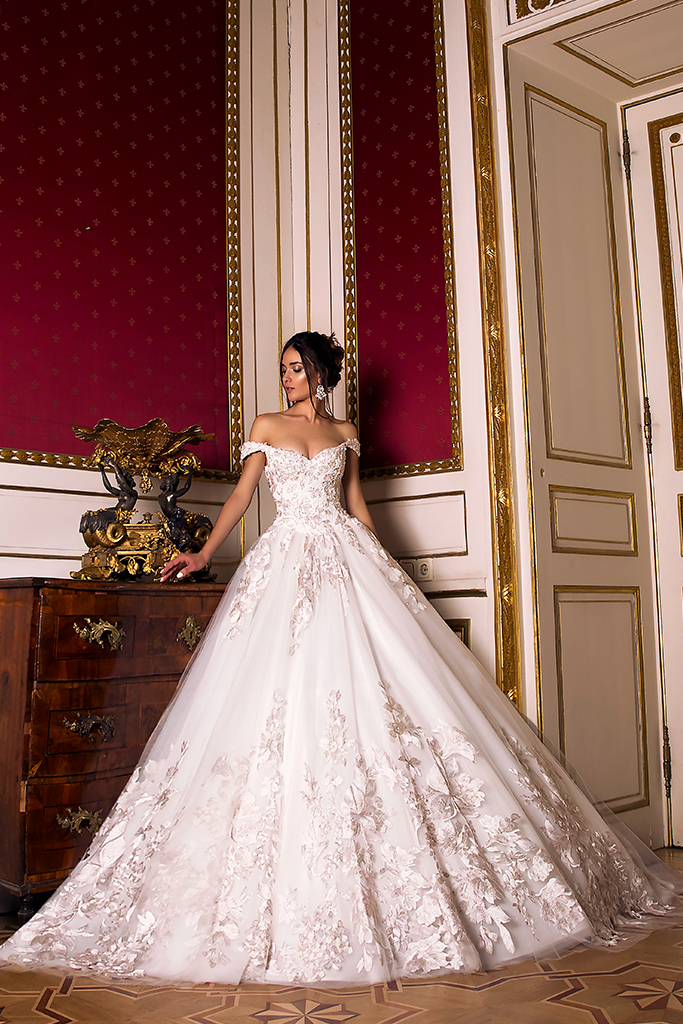 Wedding dress Flori  Silhouette  A Line  Color  Pink  Ivory  Neckline  Bateau (Boat Neck)  Sleeves  Off the Shoulder Sleeves  Train  With train - foto 6
