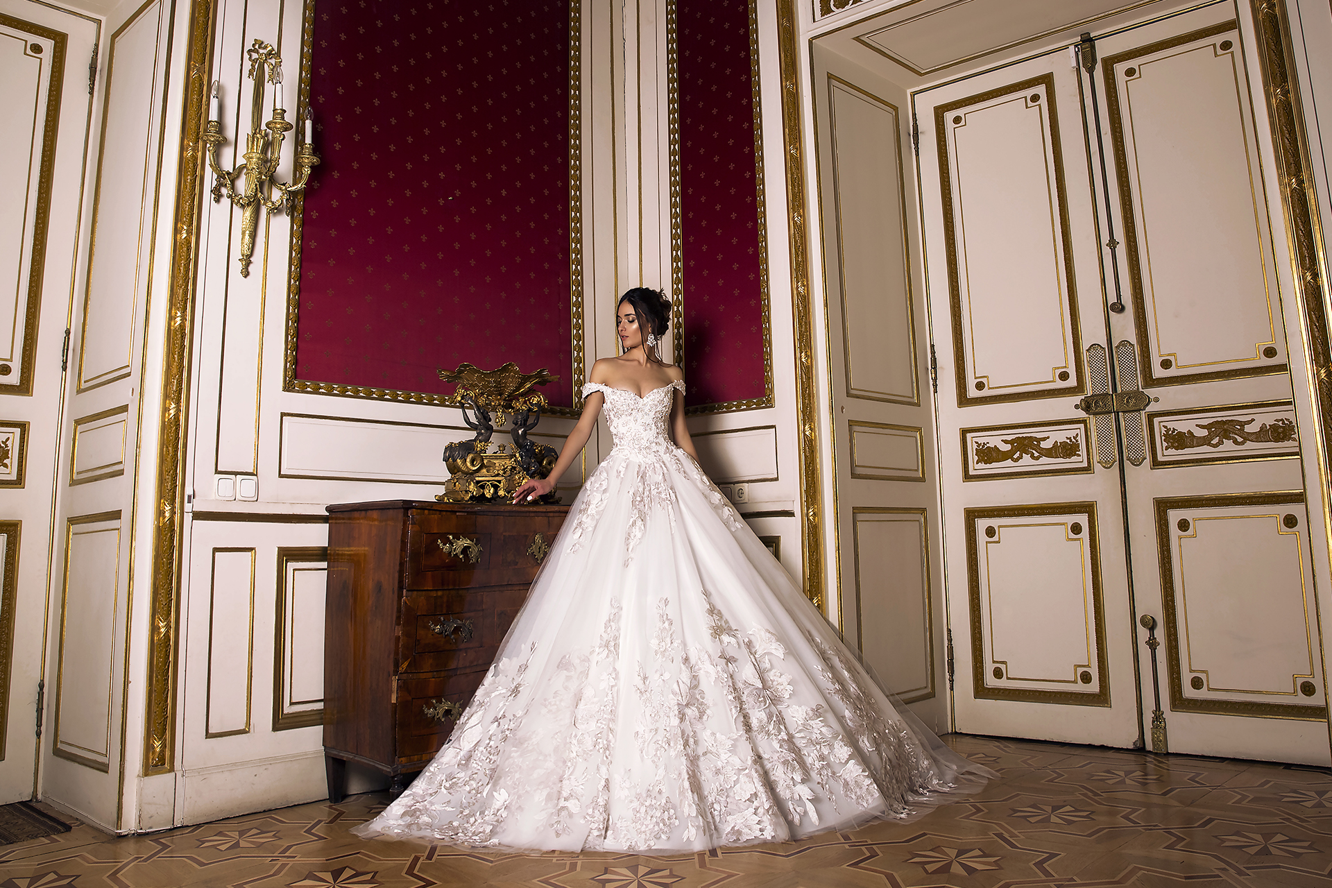 Wedding dress Flori  Silhouette  A Line  Color  Pink  Ivory  Neckline  Bateau (Boat Neck)  Sleeves  Off the Shoulder Sleeves  Train  With train - foto 3