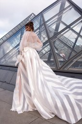 Wedding dress Tayler Silhouette  A Line  Color  Ivory  Neckline  Scoop  Sleeves  Long Sleeves  Train  With train - foto 2