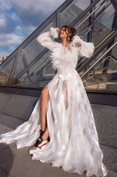 Wedding dress Tayler Silhouette  A Line  Color  Ivory  Neckline  Scoop  Sleeves  Long Sleeves  Train  With train - foto 3