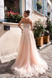Wedding dress Chloe Silhouette  A Line  Color  Nude  Ivory  Neckline  Sweetheart  Sleeves  Sleeveless  Train  With train - foto 5
