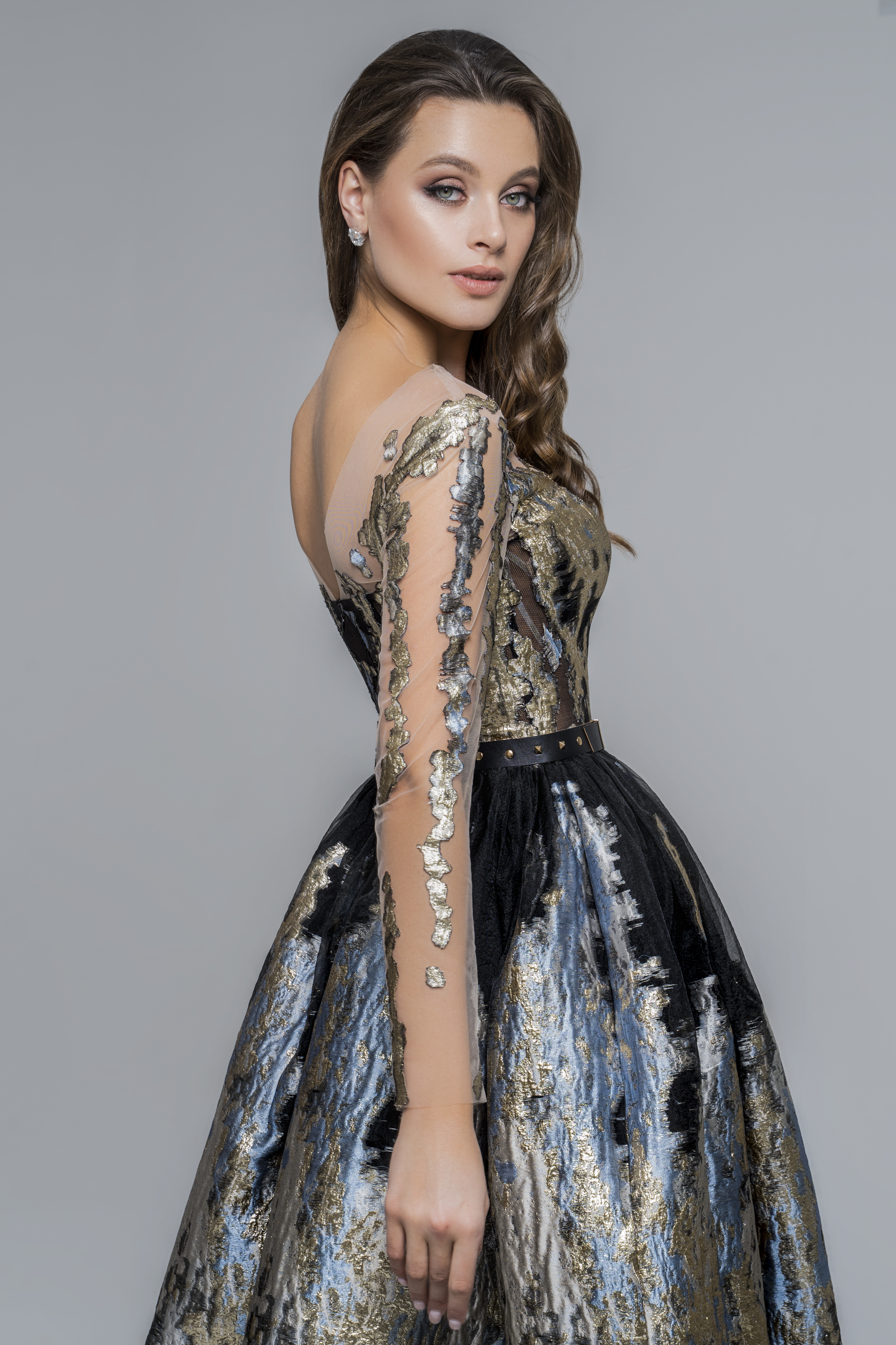 Evening dresses 1818 Silhouette  A Line  Color  Gold  Black  Neckline  Sweetheart  Portrait (V-neck)  Illusion  Sleeves  Long Sleeves  Fitted  Train  No train - foto 3