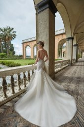 Wedding dress Melania Silhouette  Mermaid  Color  Blush  Ivory  Neckline  Sweetheart  Sleeves  Sleeveless  Train  With train - foto 5
