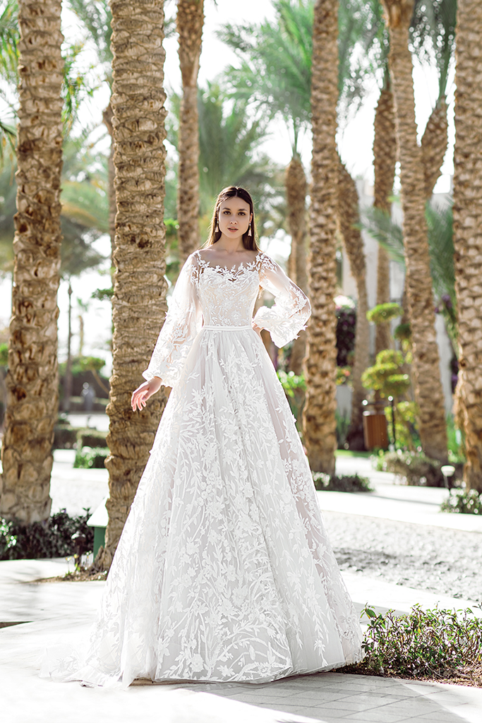 Wedding dress Rovena Silhouette  A Line  Color  Cappuccino  Ivory  Neckline  Scoop  Sleeves  Detachable  Train  With train - foto 2