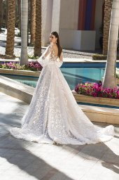 Wedding dress Rovena Silhouette  A Line  Color  Cappuccino  Ivory  Neckline  Scoop  Sleeves  Detachable  Train  With train - foto 5