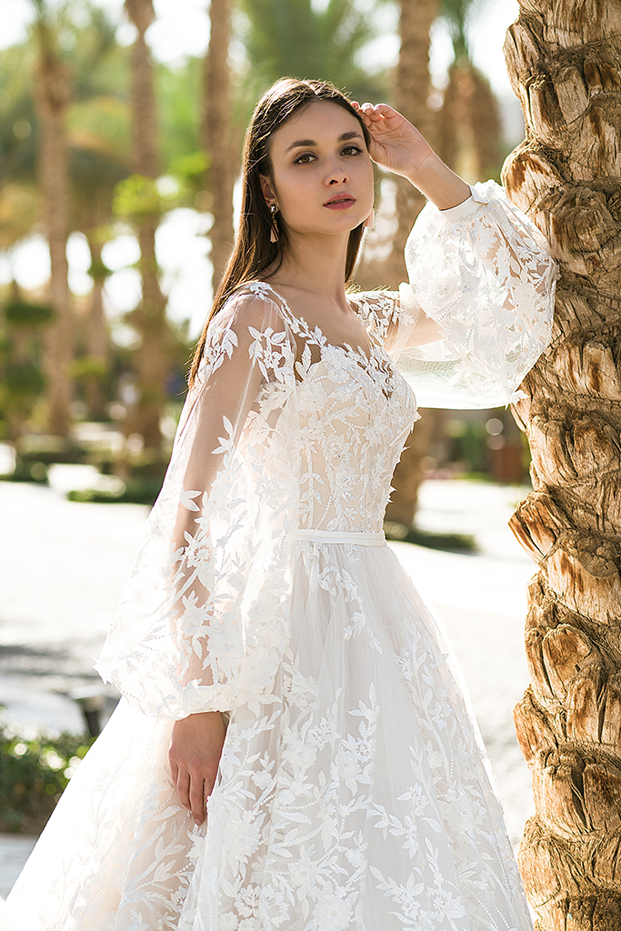Wedding dress Rovena Silhouette  A Line  Color  Cappuccino  Ivory  Neckline  Scoop  Sleeves  Detachable  Train  With train - foto 4