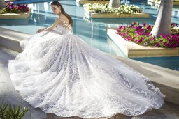 Wedding dress Rovena Silhouette  A Line  Color  Cappuccino  Ivory  Neckline  Scoop  Sleeves  Detachable  Train  With train - foto 3