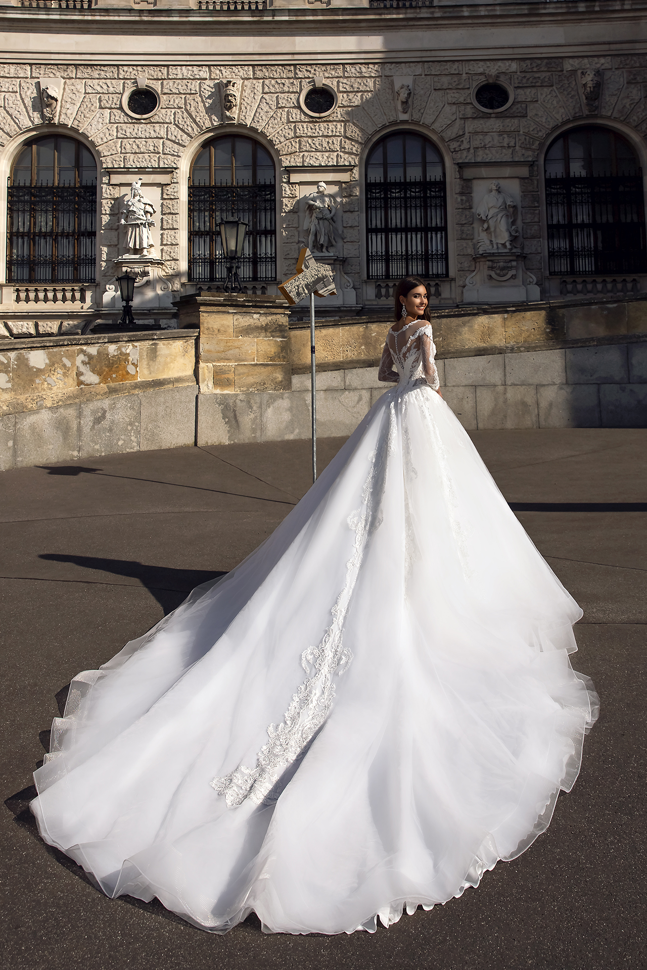 Wedding dress Solana Silhouette  A Line  Color  Ivory  Neckline  Sweetheart  Sleeves  Long Sleeves  Train  With train - foto 3