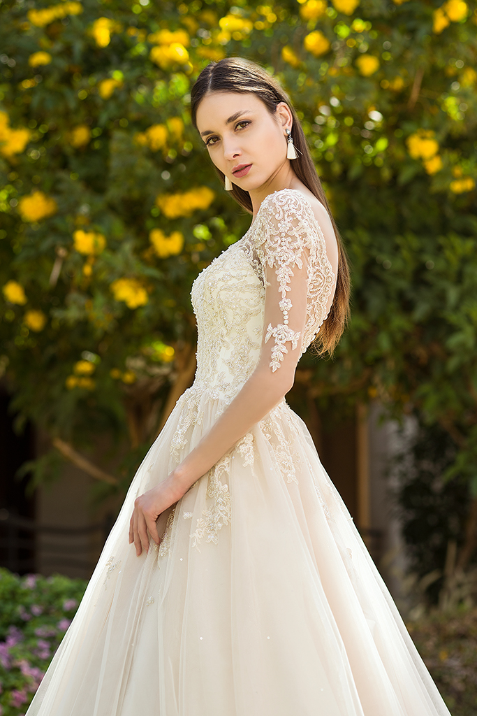 Wedding dress Teri Silhouette  A Line  Color  Cappuccino  Ivory  Neckline  Sweetheart  Sleeves  Long Sleeves  Train  With train - foto 2