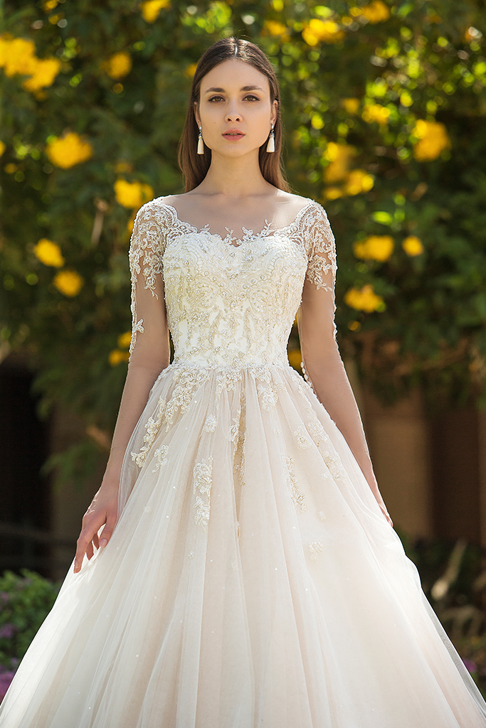 Wedding dress Teri Silhouette  A Line  Color  Cappuccino  Ivory  Neckline  Sweetheart  Sleeves  Long Sleeves  Train  With train - foto 5