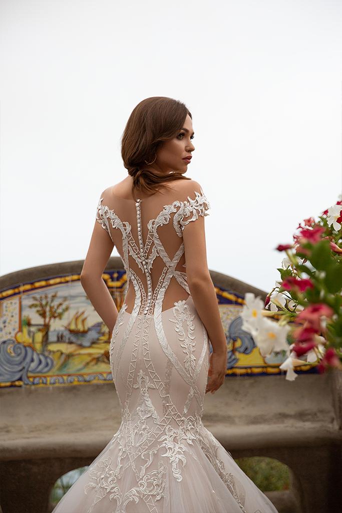 Wedding dress Fidelia 侧影  美人鱼  颜色  卡布奇诺   象牙  切口  甜心形状  袖子  露肩袖  拖地后襟  有 衣服的可拆卸系 - foto 2