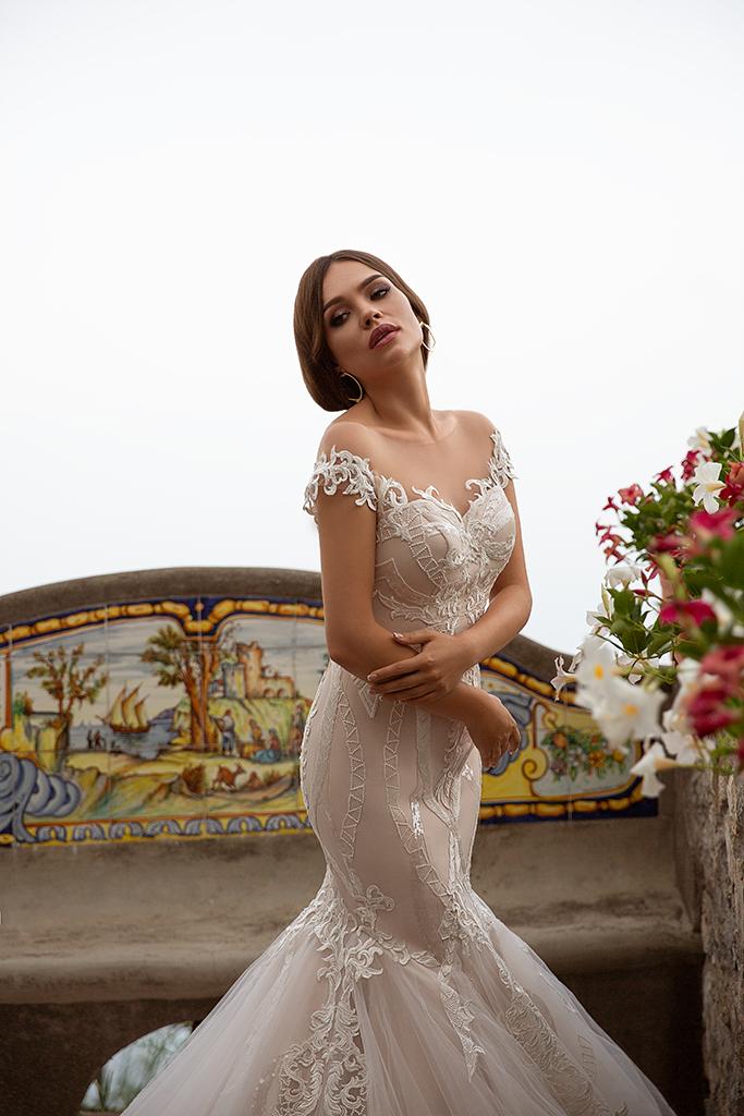 Wedding dress Fidelia 侧影  美人鱼  颜色  卡布奇诺   象牙  切口  甜心形状  袖子  露肩袖  拖地后襟  有 衣服的可拆卸系 - foto 3