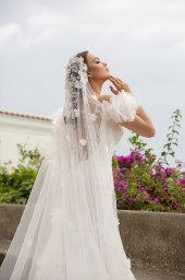 Wedding dress Flamenko Silhouette  Fitted  Color  Ivory  Neckline  Sweetheart  Sleeves  Off the Shoulder Sleeves  Train  With train - foto 2
