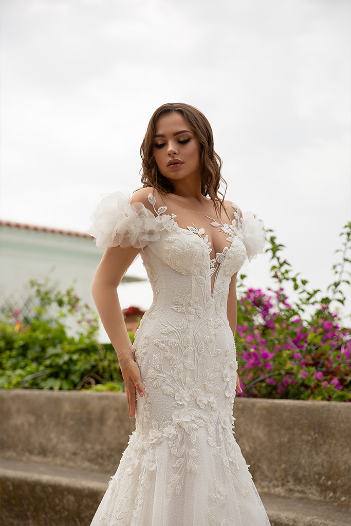 Wedding dress Flamenko Silhouette  Fitted  Color  Ivory  Neckline  Sweetheart  Sleeves  Off the Shoulder Sleeves  Train  With train - foto 7