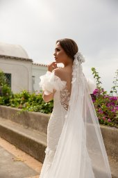 Wedding dress Flamenko Silhouette  Fitted  Color  Ivory  Neckline  Sweetheart  Sleeves  Off the Shoulder Sleeves  Train  With train - foto 6