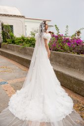 Wedding dress Flamenko Silhouette  Fitted  Color  Ivory  Neckline  Sweetheart  Sleeves  Off the Shoulder Sleeves  Train  With train - foto 5